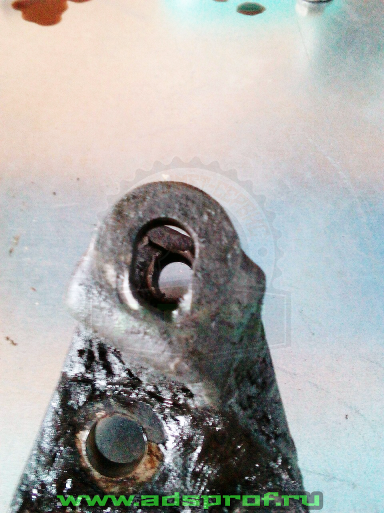 Маслянный кронштейн - до ремонта 2